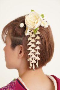ショートカットでも可愛く髪飾りを付けたい。